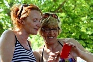 Cell Phone Travel Tips For Globetrotting Mommies