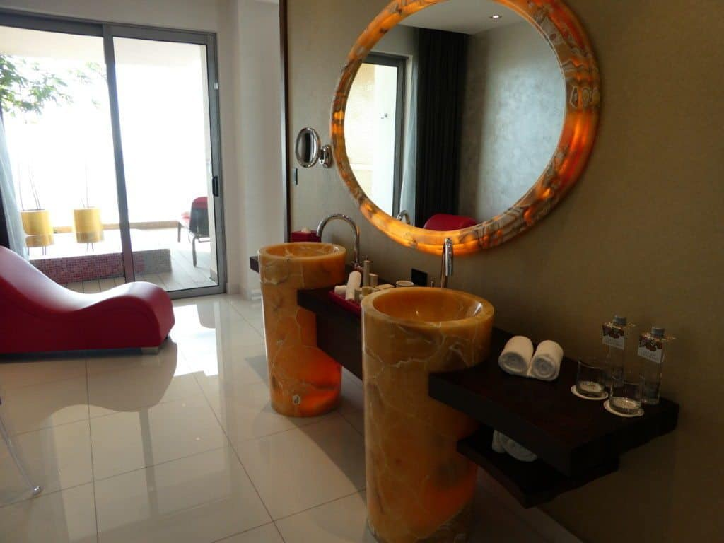Hotel Mousai suite bathroom