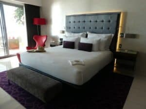 Hotel Mousai One king bed