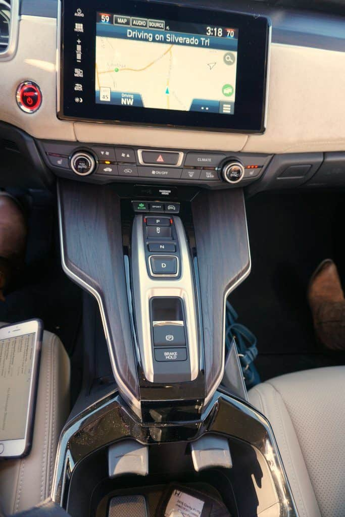 2018 Honda Clarity Plug-in Hybrid center console