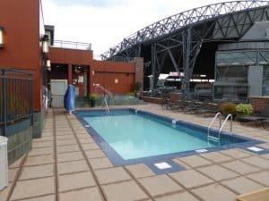 The rooftop pool at Silvercloud Inn